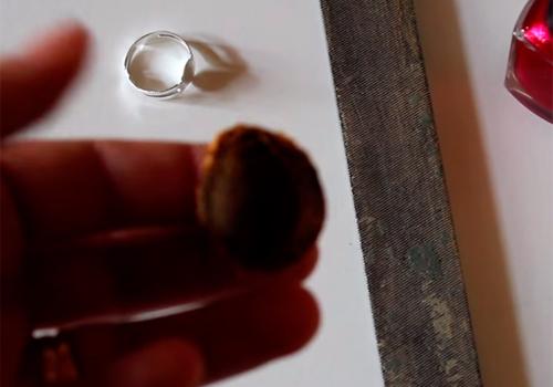 Come utilizzare l osso della cilieggia realizzando un bracciale